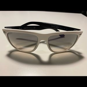 Ray-Ban white women's sunglasses with case.